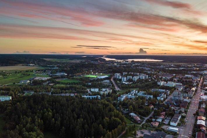 Salon keskusta-alue ja urheilupuisto ilmakuvassa